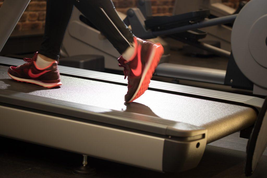 Laufband im Fitnessstudio des ALTERNATE Sportparks Linden