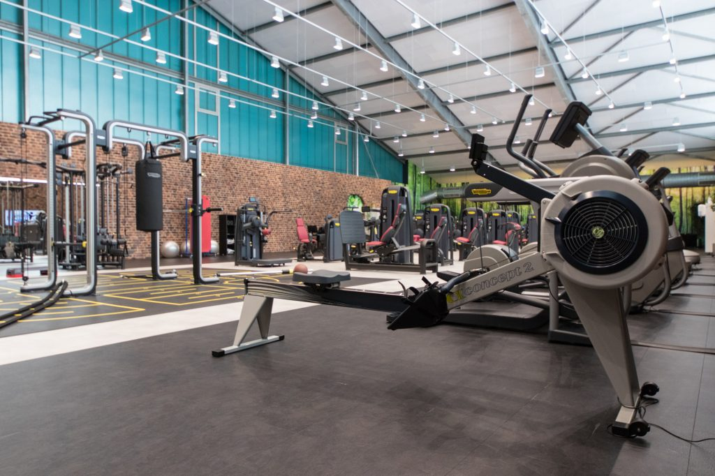 Ruderzug Maschine im Fitnessstudio des ALTERNATE Sportparks Linden